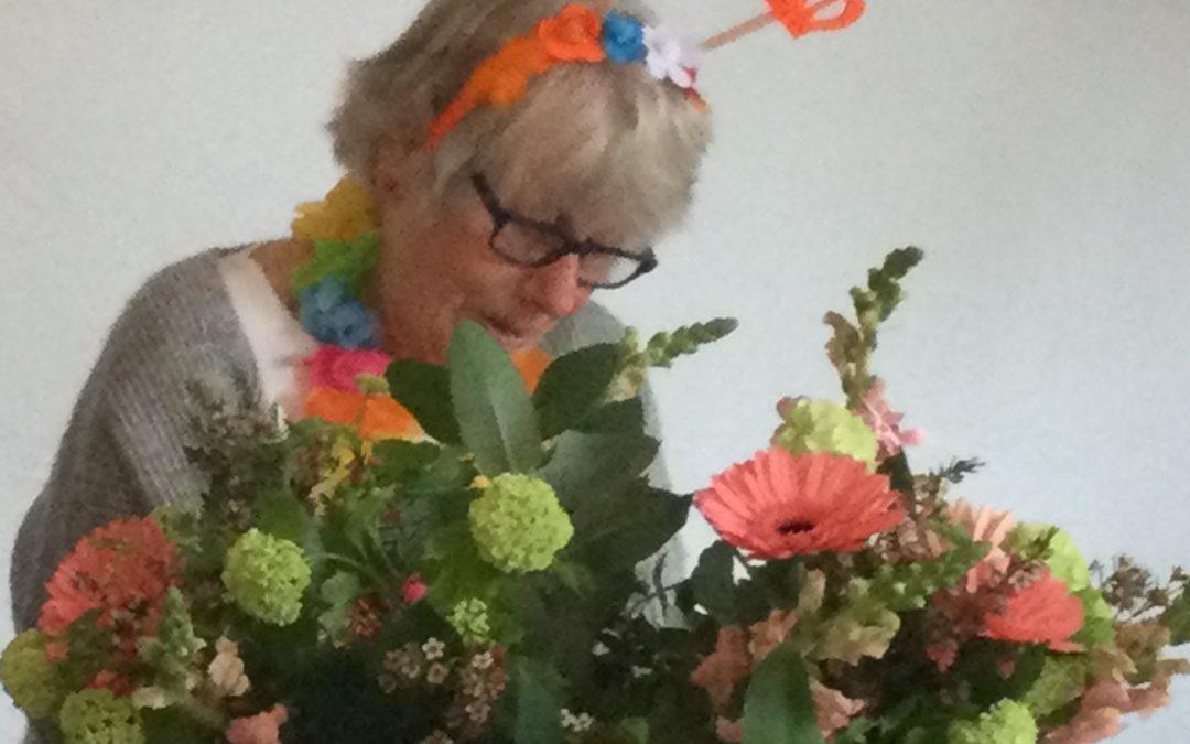 Bloemengroet bij afscheid Els
