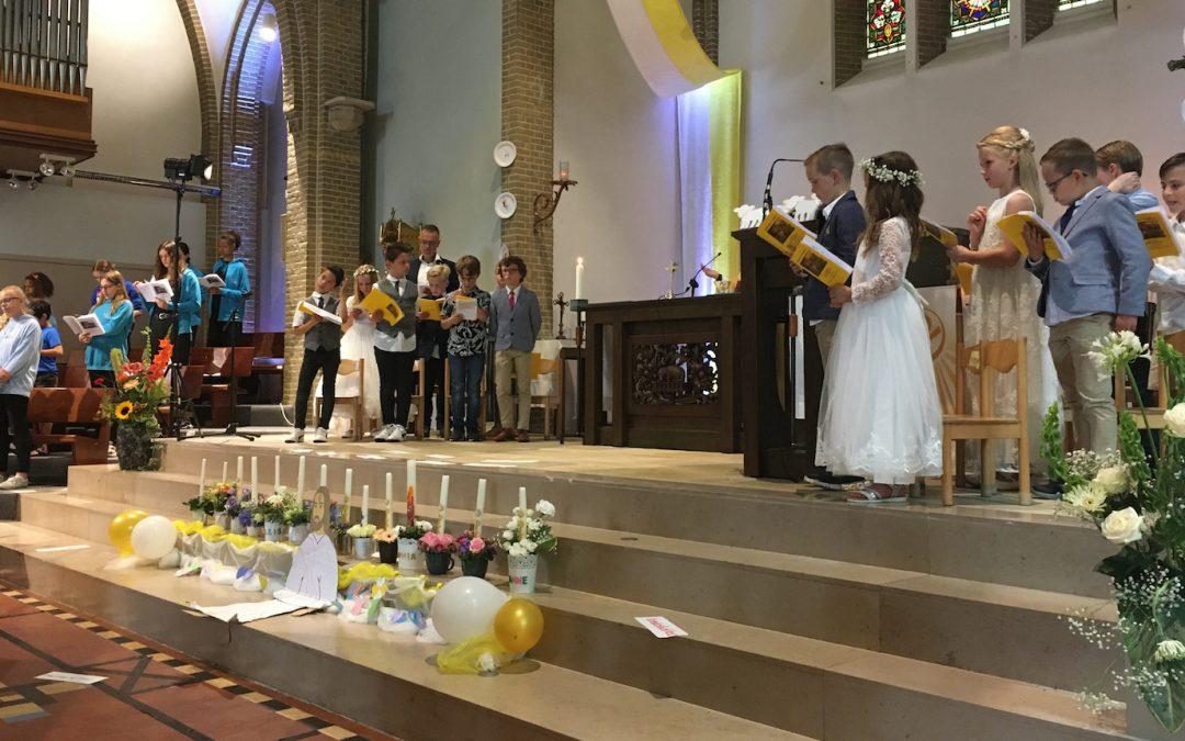 Swingende viering eerste heilige communie